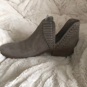 Vince Camuto VC Pevista booties